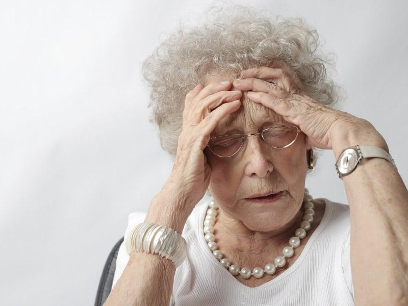 tóc xoăn cho người già