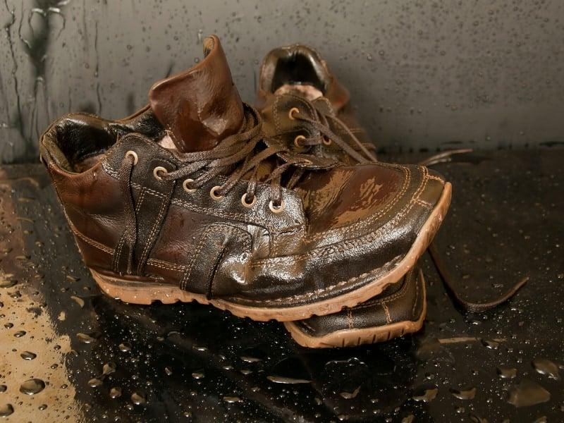 cách làm giày nhanh khô (1)