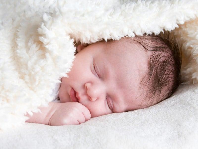 gió mùa thu mẹ ru mà con ngủ em bé ngủ ngon hơn
