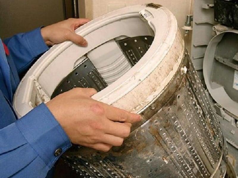 lồng máy giặt bị bẩn sau một thời gian dài sử dụng