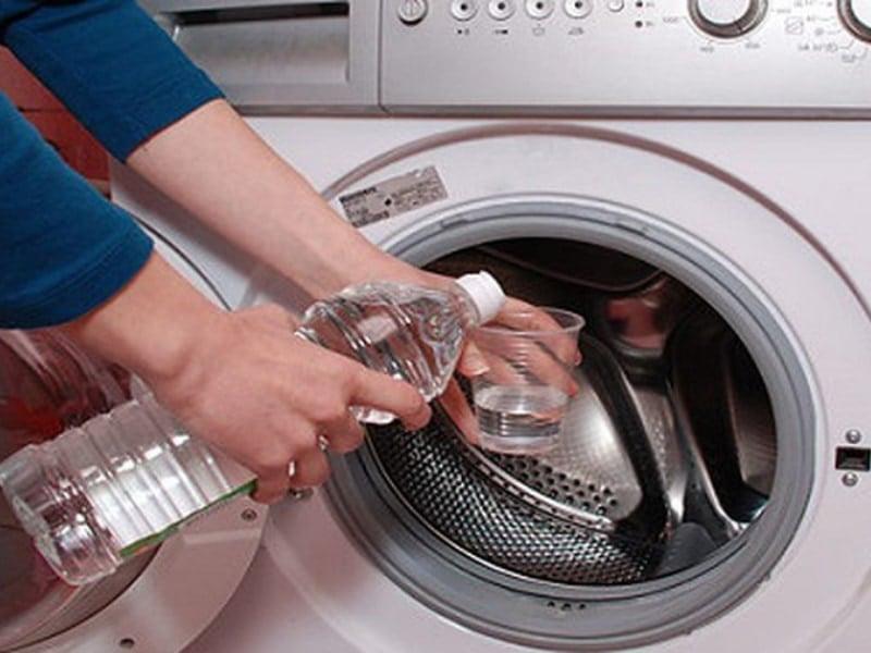 sử dụng giấm ăn làm sạch lồng máy giặt