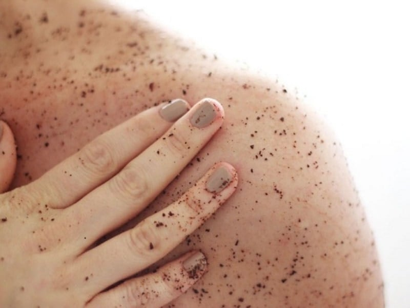 tẩy tế bào chết thường xuyên giúp loại bỏ tế bào chết tích tụ trên da