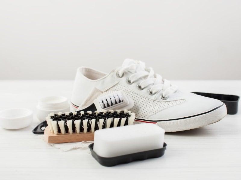 Cách bảo quản giày trắng