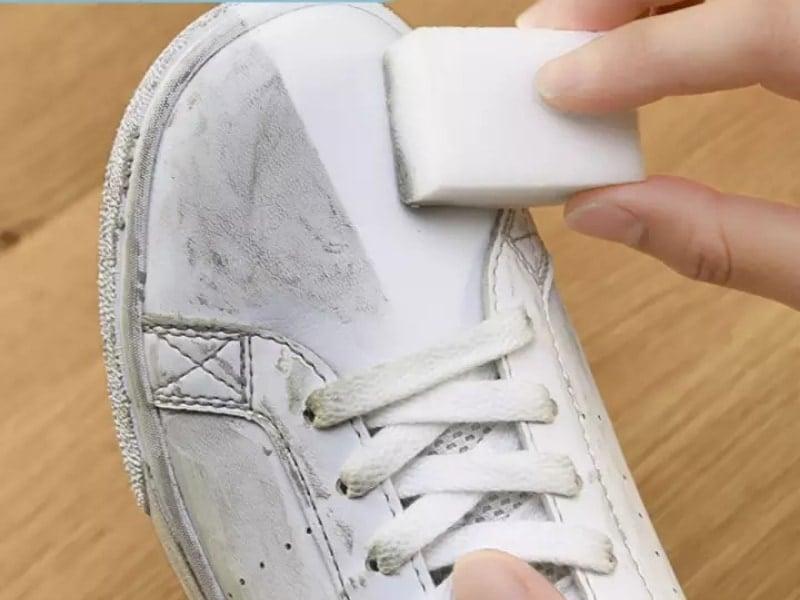 Cách bảo quản giày trắng là dùng gô