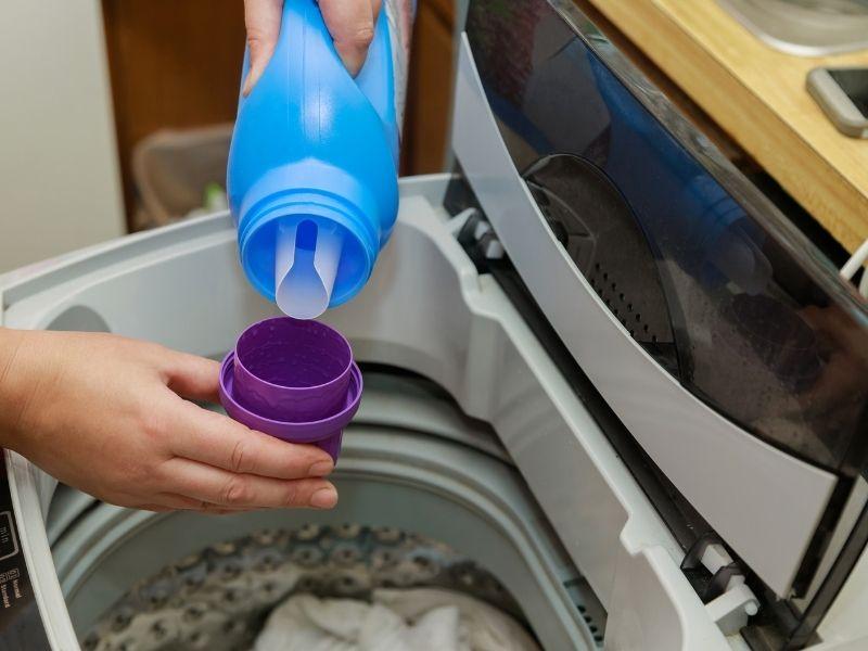 Lưu ý nhỏ khi dùng cách cho nước xả vào máy giặt LG