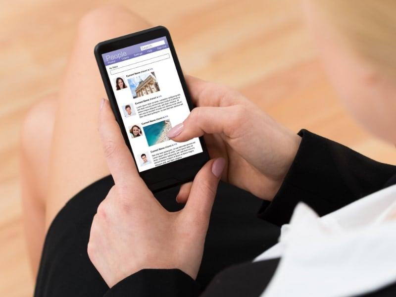 tìm việc chăm người già qua mạng xã hội