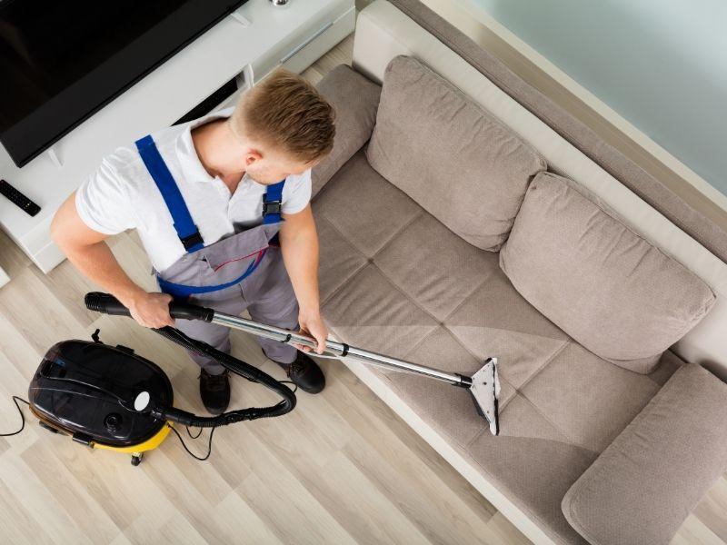 Cách làm sạch sofa da bằng máy hút bụi