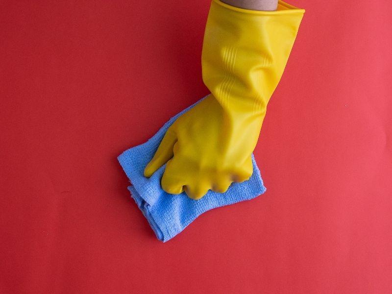 cách giặt nệm bằng khăn ẩm