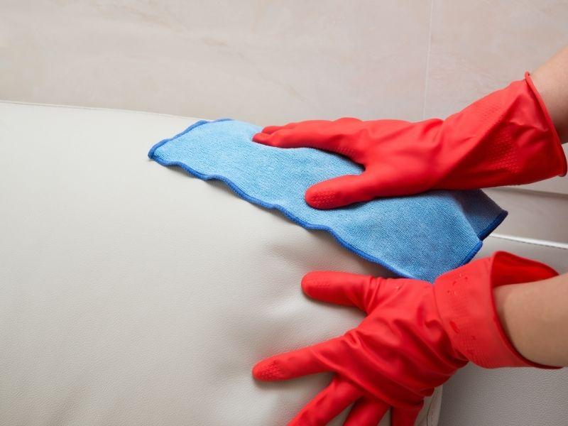 dùng khăn ẩm