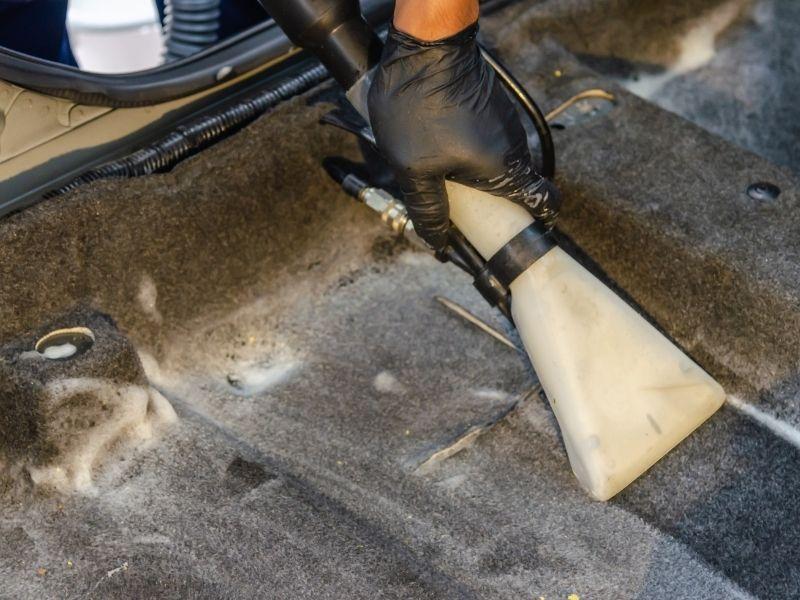 giá giặt thảm tại nhà phù hợp với chất lượng máy móc
