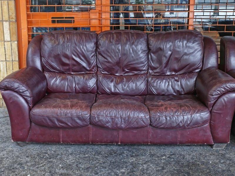 ve-sinh-sofa-da-tai-nha