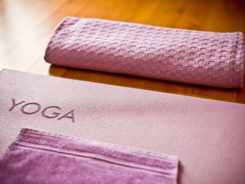 ve-sinh-tham-yoga-cao-su