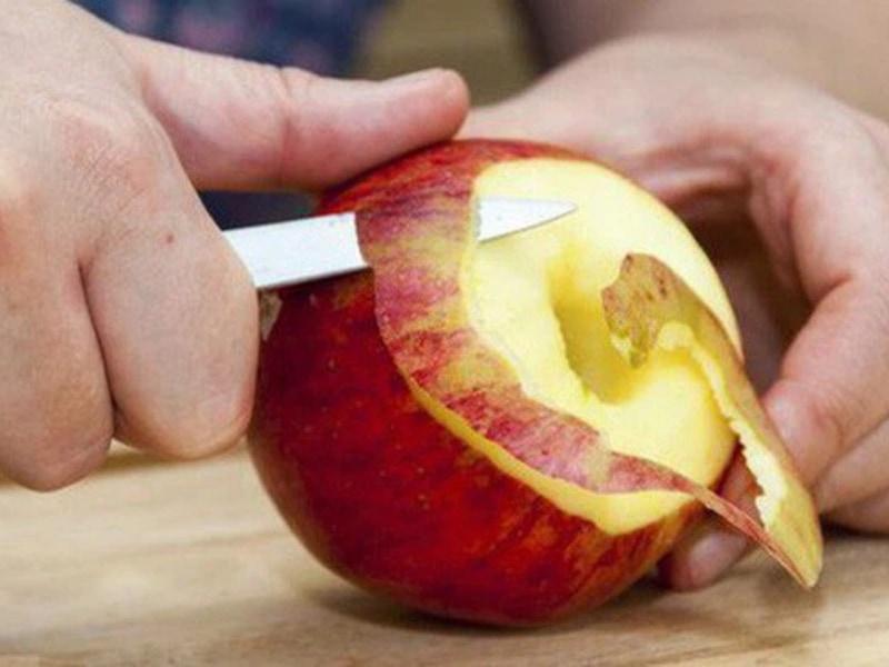 gọt vỏ táo
