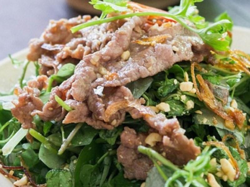 món trộn dầu giấm từ rau càng cua và thịt bò